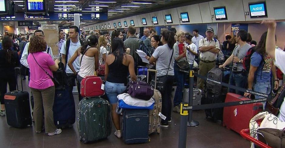 Aeronáuticos y Aerolíneas Argentina continúan negociando los salarios