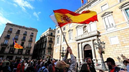 Fiscal español solicita orden de arresto contra ex líder catalán