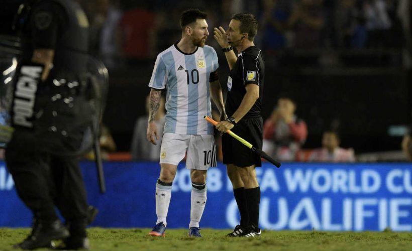En su carta de disculpas, Messi negó haber insultado al árbitro