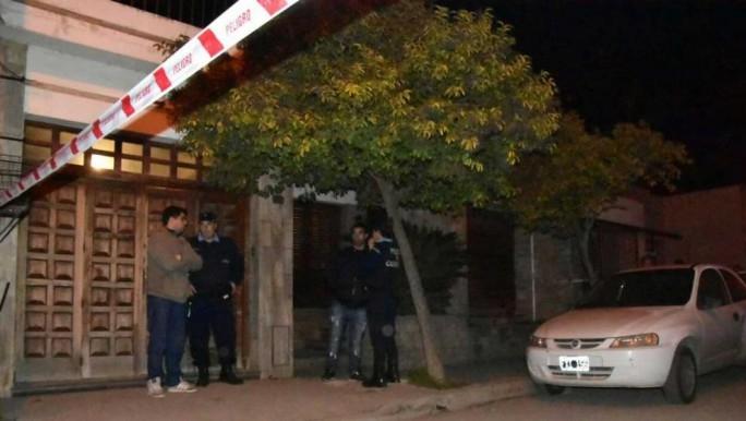 Crimen y misterio por una familia completa apareció asesinada