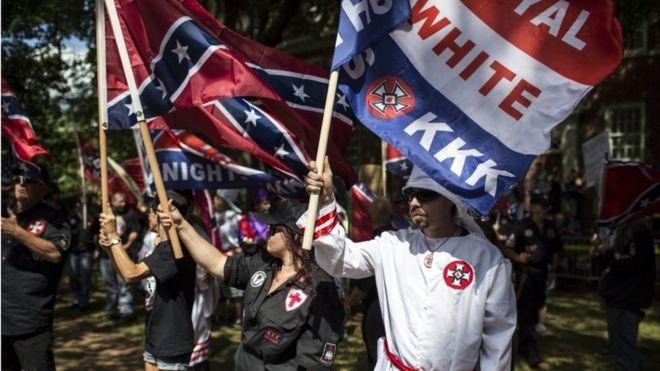 Trump condena violencia racista