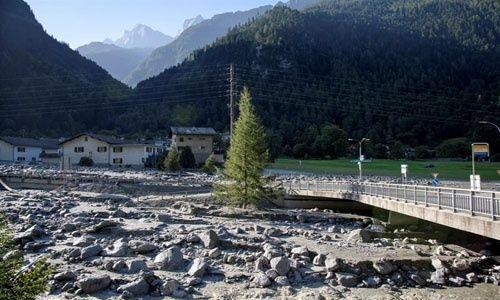 8 personas desaparecieron por un deslizamiento de rocas — Suiza