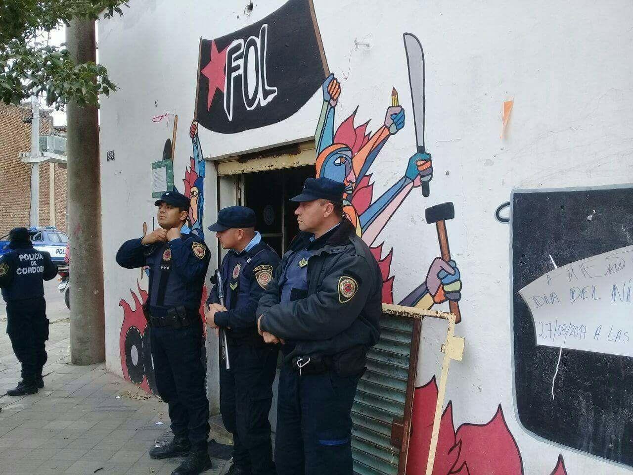 Allanan organizaciones sociales en la ciudad de Córdoba, tres detenidos