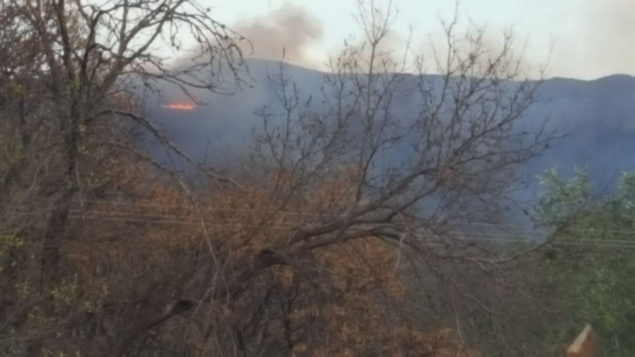Combaten un incendio de gran magnitud en la zona cordobesa de Punilla