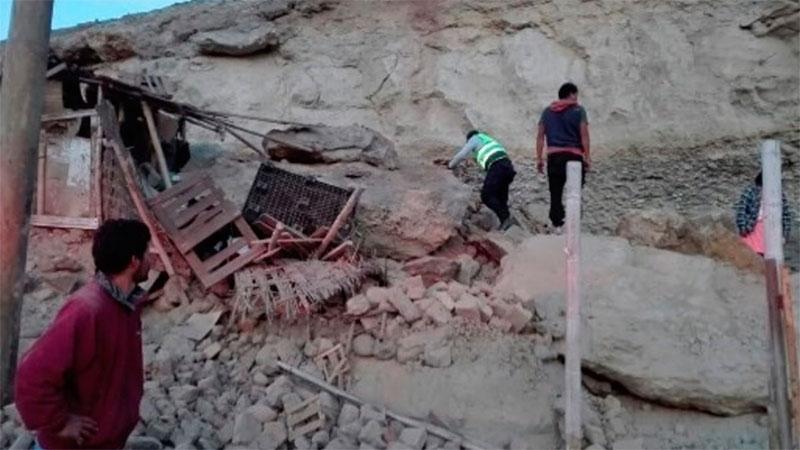Sismo de 7,3 grados deja dos muertos y decenas de heridos