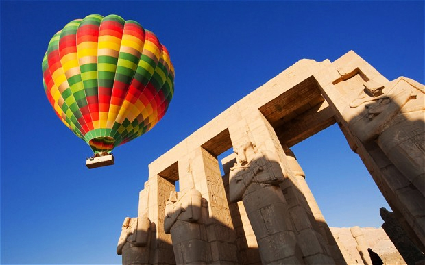 Una persona falleció tras estrellarse un globo aerostático — Egipto