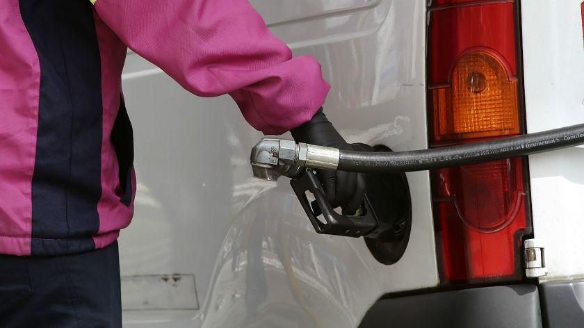 Axion, la primera petrolera en bajar el precio de los combustibles