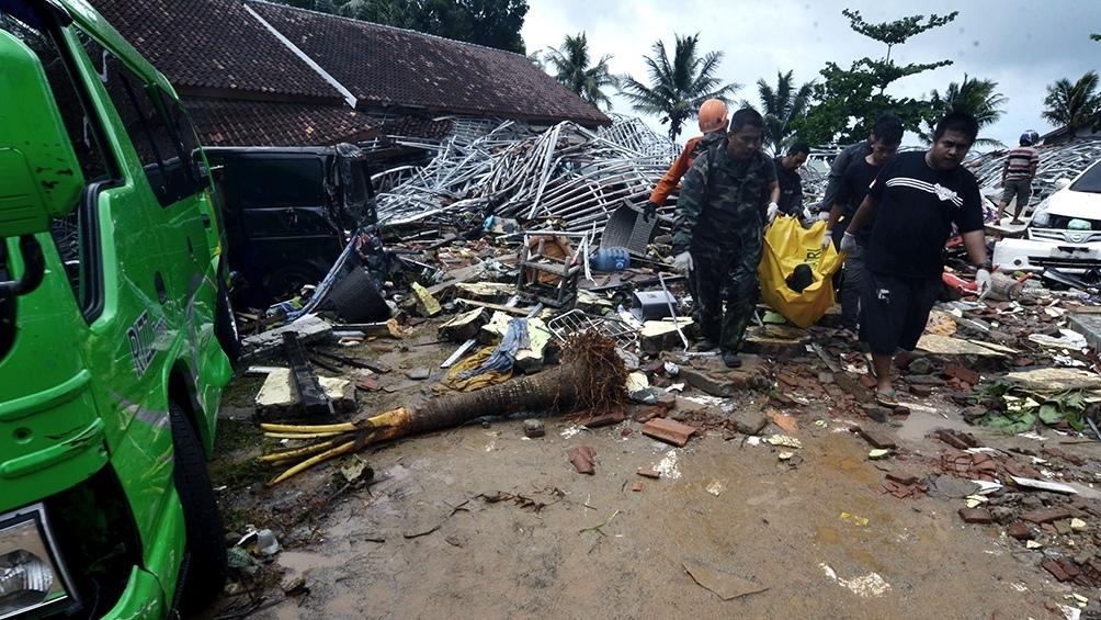 Tsunami en Indonesia deja al menos 222 muertos, sin advertencia