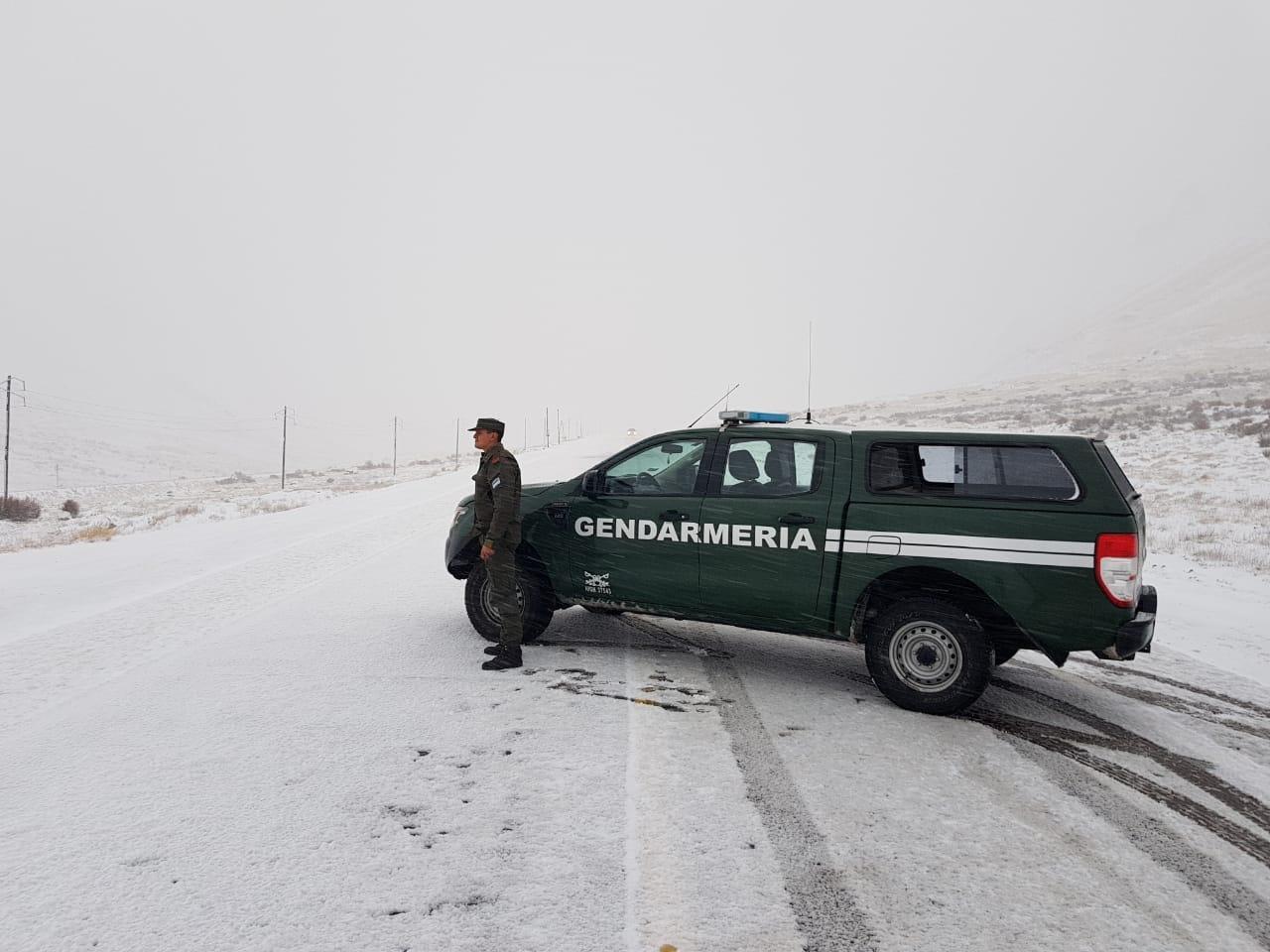 El camino a Chile cubierto de nieve — Fotos y video