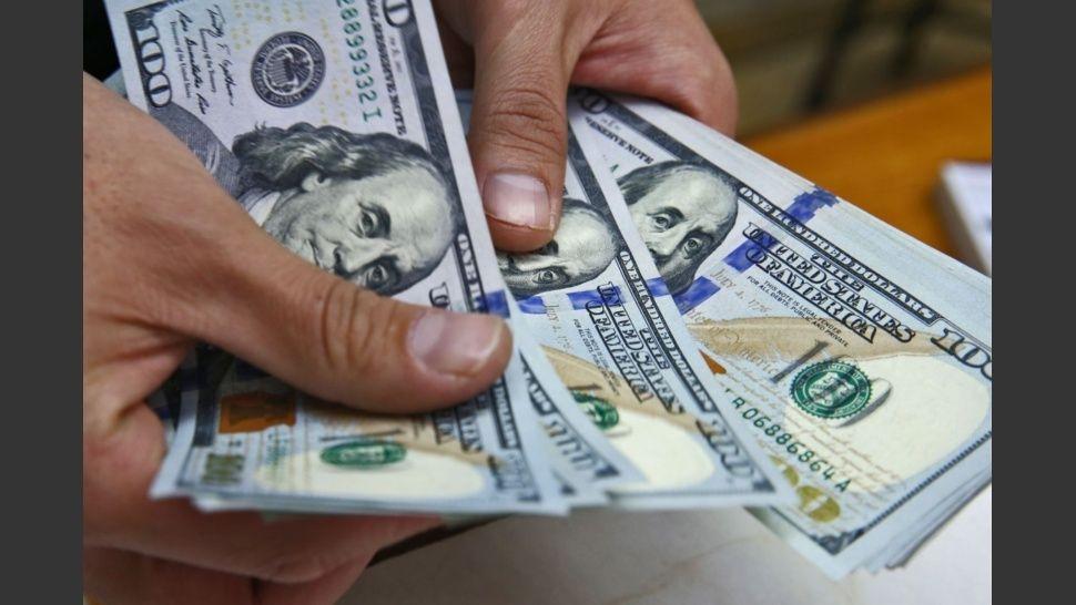 El dólar tocó un nuevo récord de 40,51 pesos