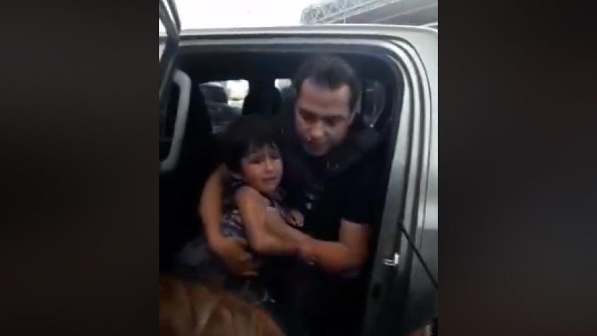Rescatan a un niño encerrado más de una hora en camioneta
