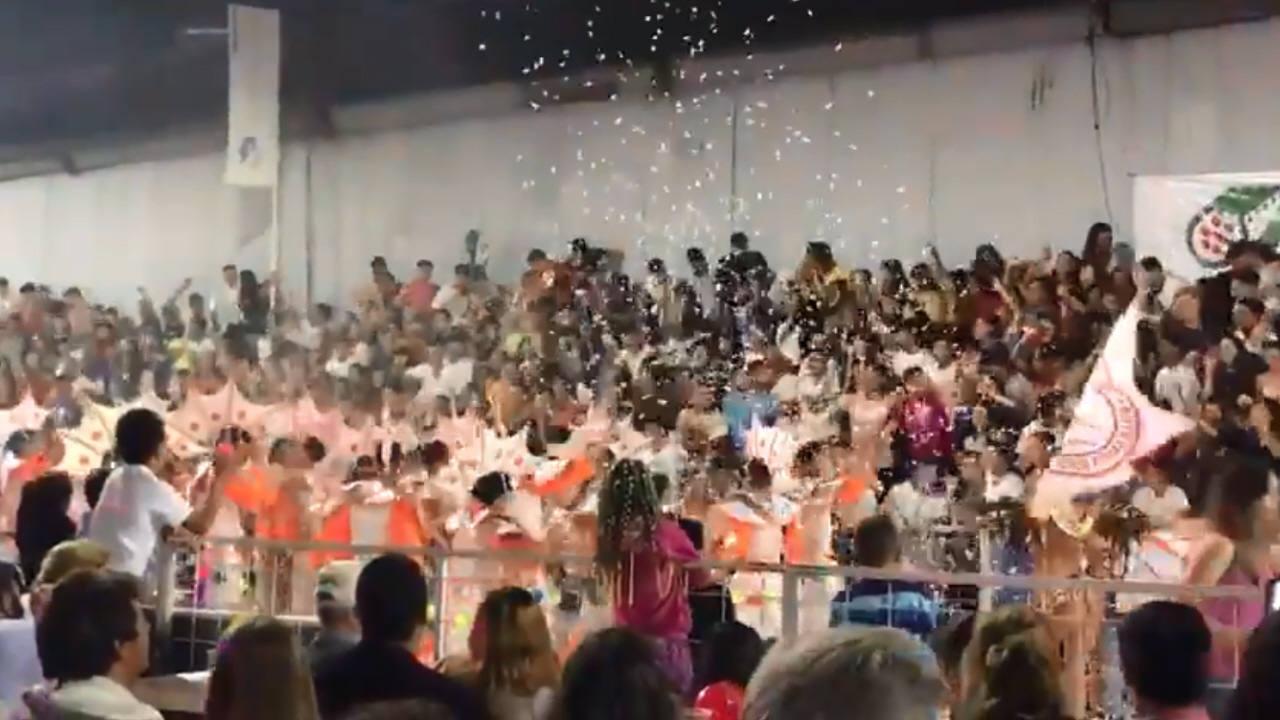 Se desplomó una tribuna en los carnavales de Villa Santa Rosa