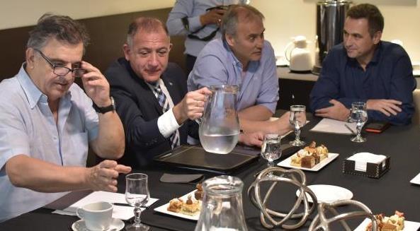 Macri almuerza con Vidal y los intendentes bonaerenses de Cambiemos