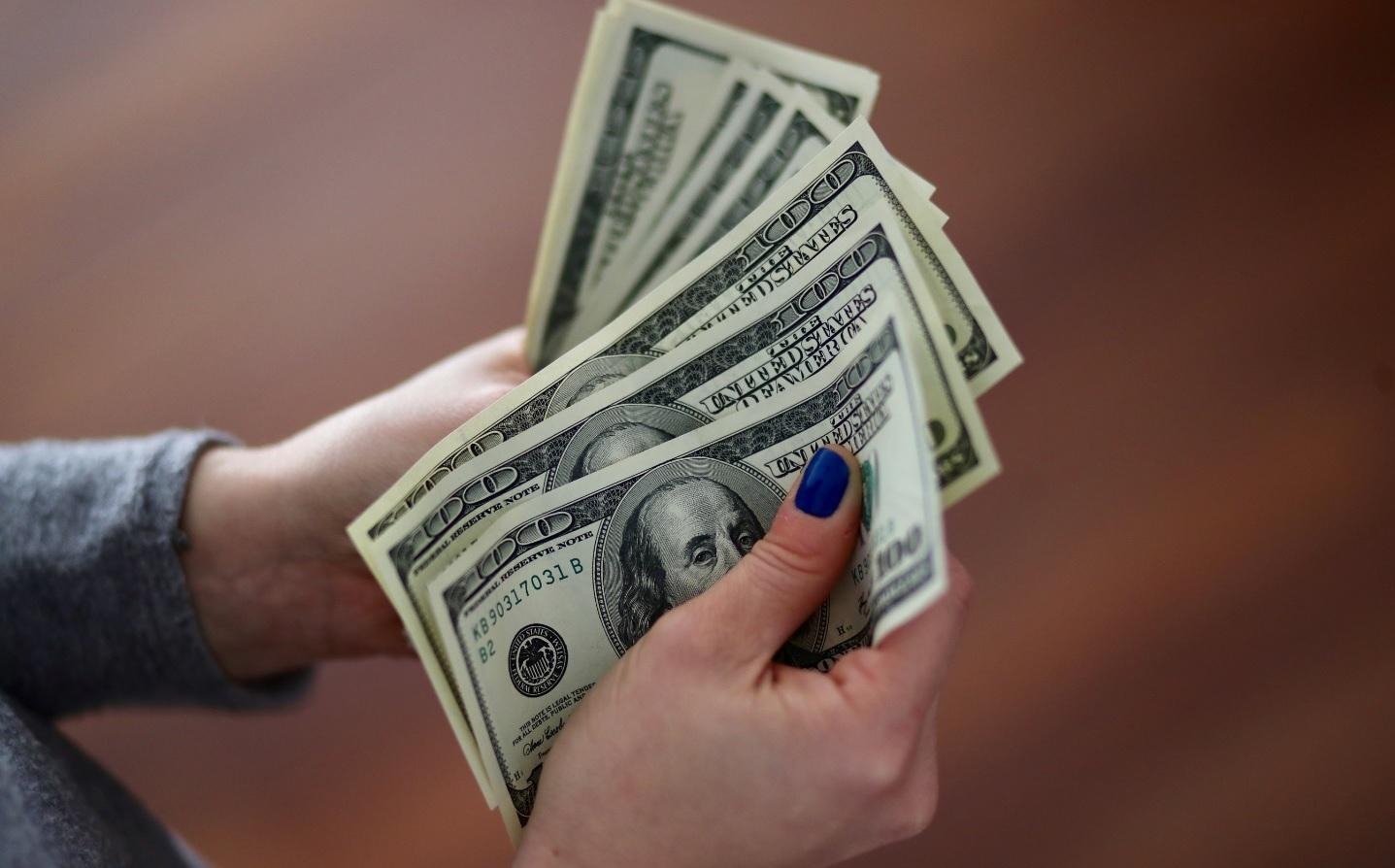 El dólar cayó a $ 44,22