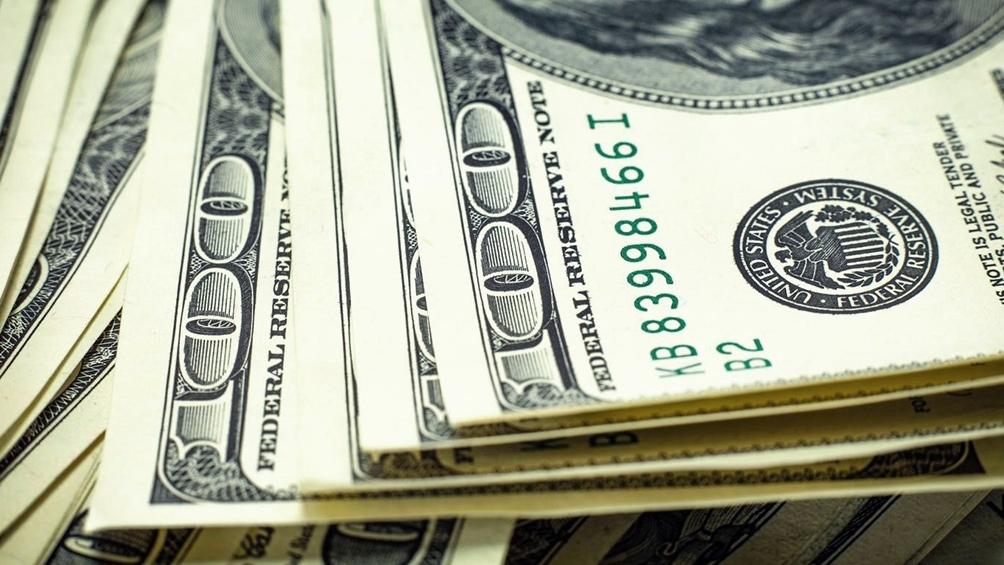 Peso avanzó 17 centavos ante el dólar este viernes