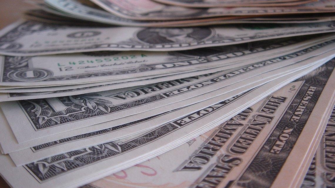 El dólar detuvo la marcha alcista y cerró la semana en baja