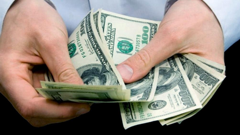 El dólar blue marcó un nuevo récord y llegó a $140