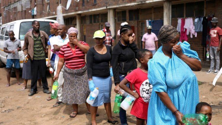 Sudáfrica prepara 1,5 millones de tumbas para enfrentar posibles muertes masivas