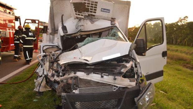 Falleció un joven en un choque entre dos camiones