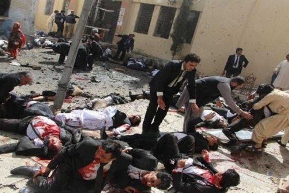 Pakistán: 72 muertos y 200 heridos tras atentado
