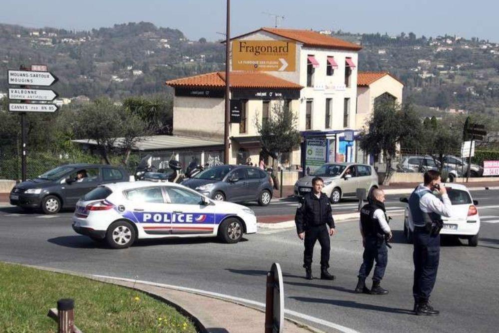 Francia: atentado en colegio deja al menos 8 heridos