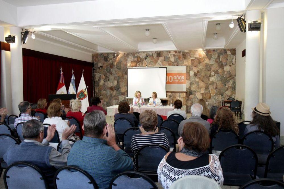 Carlos Paz recibió el primer encuentro de escritores y poetas