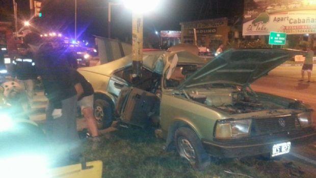 Bialet Massé: Chocaron dos autos y uno terminó incrustado en una columna