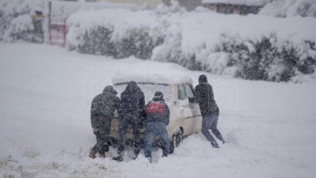 Aeropuertos, rutas y pasos fronterizos de la Cordillera cerrados por intenso temporal de nieve