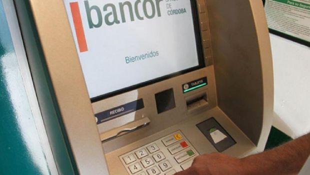 Tanti: Turistas esperaron más de una hora para extraer dinero y comer