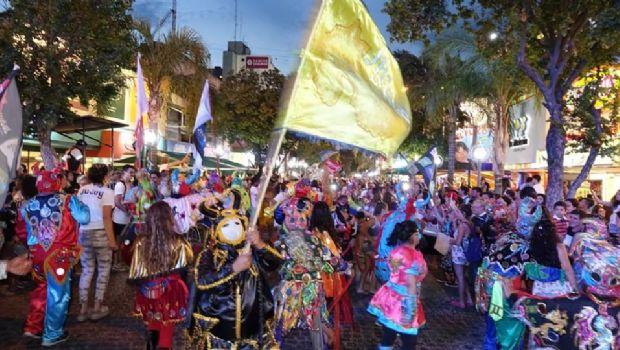El carnaval jujeño llenó de color y fiesta las calles de Carlos Paz