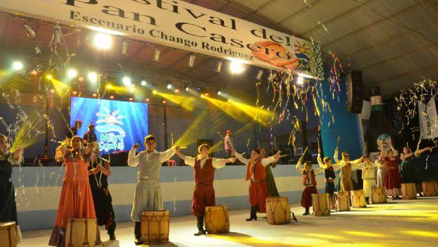 El Festival del Pan Casero se despide con Los Manseros Santiagueños