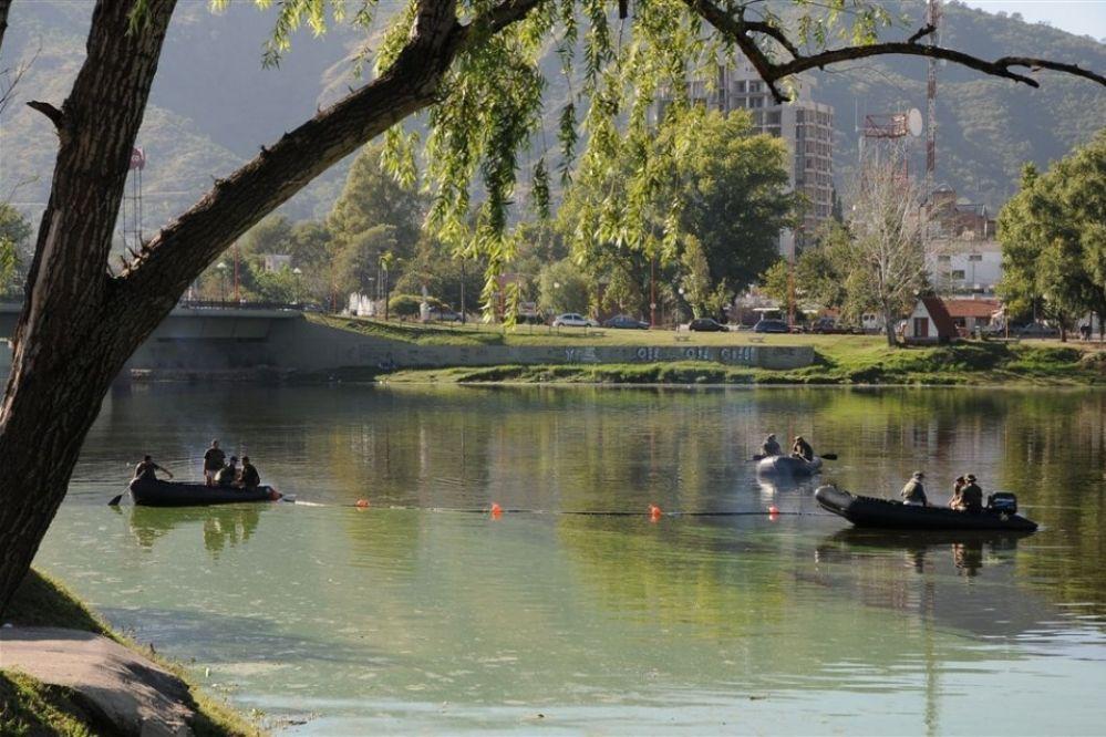 Investigan a sesenta empresas por volcamientos cloacales en el San Roque