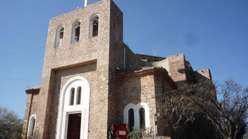 Capilla del Monte: Desvalijaron la casa del párroco mientras daba la misa