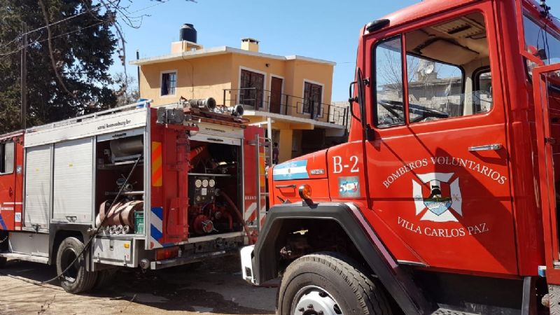 Investigan el voraz incendio de una casa en Carlos Paz Sierras