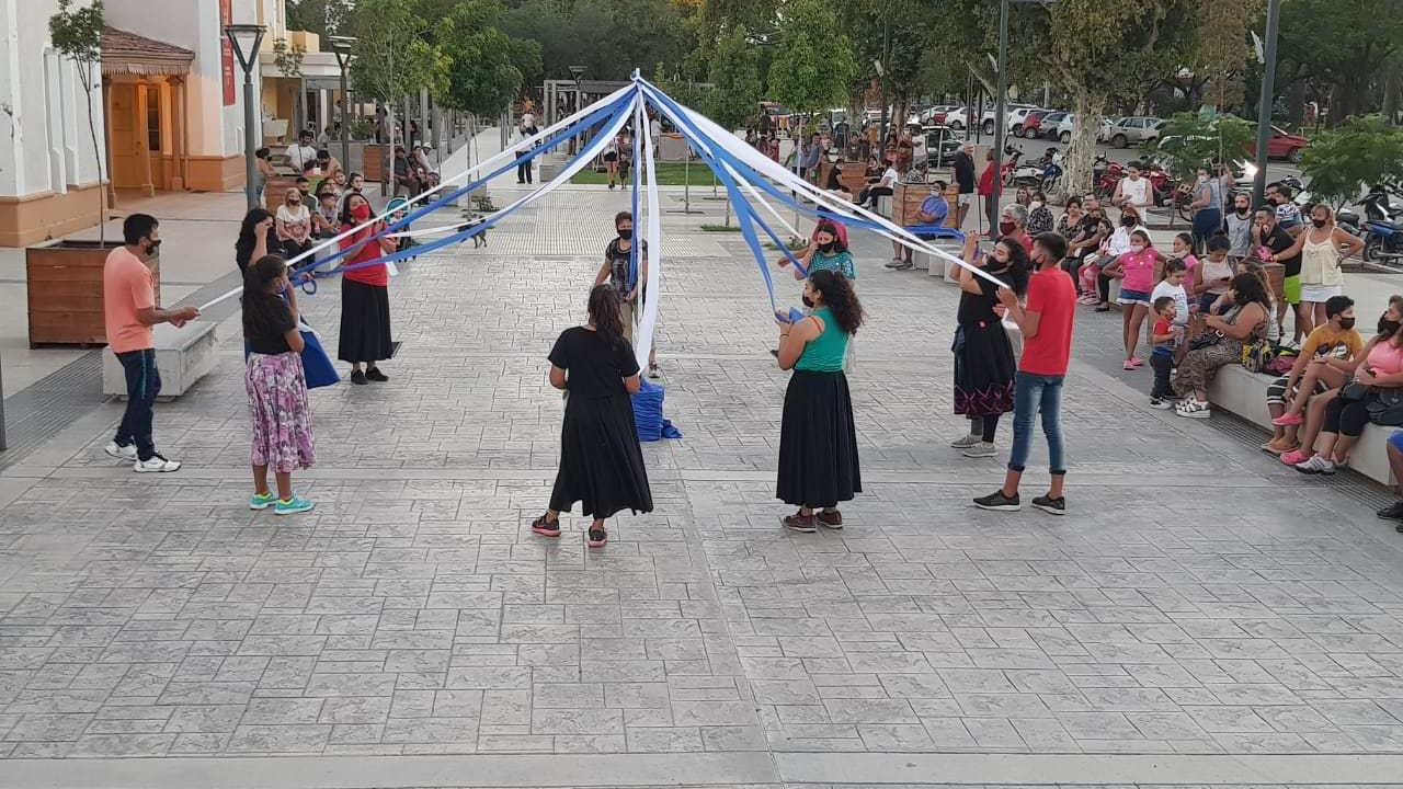 Jesús María: Clase gratuita de folklore en la explanada - El Diario de Carlos Paz