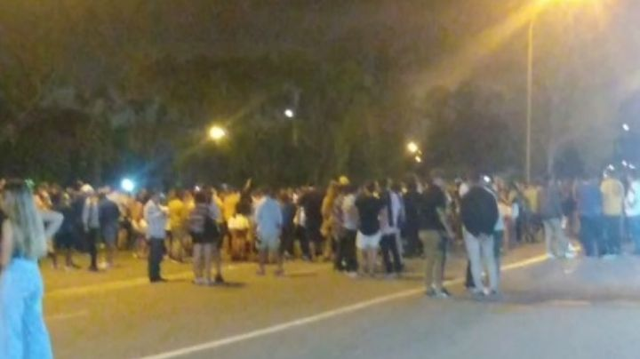 VIDEO: Desarticularon una multitudinaria fiesta ilegal en la costanera