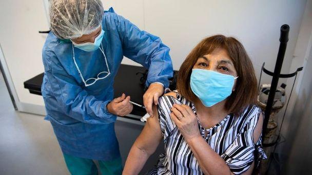 Una de cada dos personas entre 55 y 59 años ya recibió la primera dosis |  El Diario de Carlos Paz